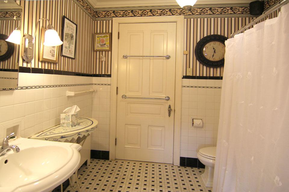 Hamlin Suite Bath